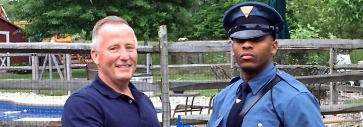 Wiedersehen statt Knöllchen: Polizeikontrolle führt zu unglaublicher Entdeckung