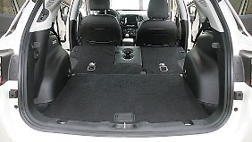 Bis zu 1251 Liter Kofferraumvolumen bietet der Jeep Compass durch das Umlegen der Rücklehnen.
