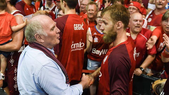 Zufrieden mit seinen Basketball-Bayern: Klubboss Uli Hoeneß.