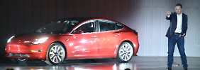 Tesla-Chef Elon Musk bei der Vorstellung des Model 3 im vergangenen Jahr. Bis heute stockt die Massenproduktion.