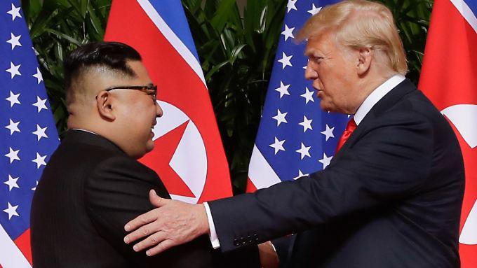 Sie sind sich einig: Ihr Gipfeltreffen war ein Erfolg. Kim Jong Un (l.) und Donald Trump.