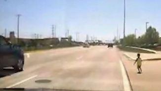 Kaum zu glauben, aber wahr: Ausgebüxter Junge irrt auf US-Schnellstraße umher