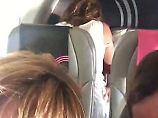 Keine Ruhe auf hinteren Plätzen: Urlauber filmen Paar beim Sex im Flugzeug