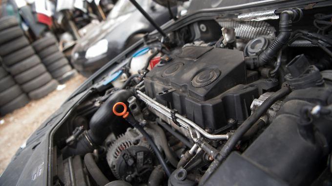 Viele Hersteller möchten lieber neue Autos verkaufen, als alte nachzurüsten.