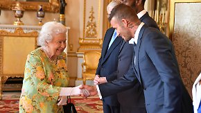 Promi-News des Tages: David Beckham bringt die Queen zum Strahlen