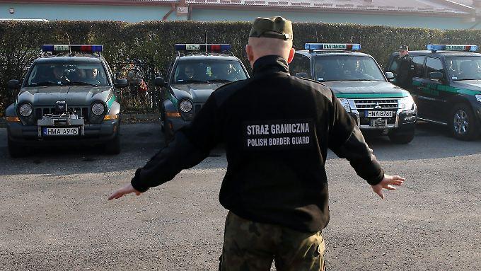 """""""Es gibt keine neuen Abmachungen für die Übernahme von Asylbewerbern aus anderen EU-Staaten"""": Polnische Grenzpolizisten bereiten sich auf den Einsatz vor (Archivbild)."""