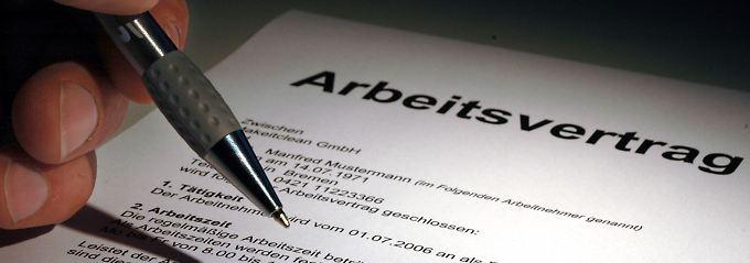 Häufig enthalten Arbeitsverträge  Klauseln, die eine Kündigung vor Dienstantritt ausschließen.