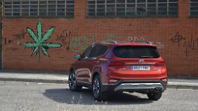Neue 3D-Rückleuchten zieren das Heck des neuen Hyundai Santa Fe.