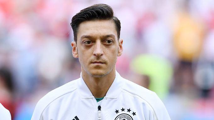 Mit seinen Worten über Mesut Özil könnte Oliver Bierhoff eine fatale Signalwirkung entfachen.