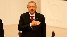 Erdogan verspricht, die Demokratie zu schützen.