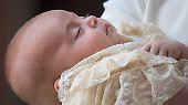 So bekam die Welt die britischen Prinzen Louis  bei seiner Taufe am 9. Juli  zu sehen.