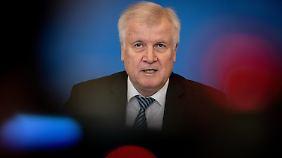 """Seehofers großer Auftritt: Innenminister präsentiert seinen """"Masterplan Migration"""""""