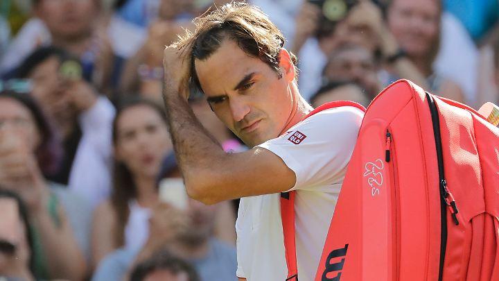 Konsterniert: Roger Federer muss sich im Viertelfinale geschlagen geben.