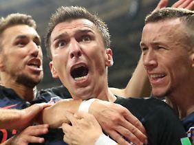 Er ließ den englischen Traum in der Verlängerung platzen: Mario Mandzukic (Mitte).