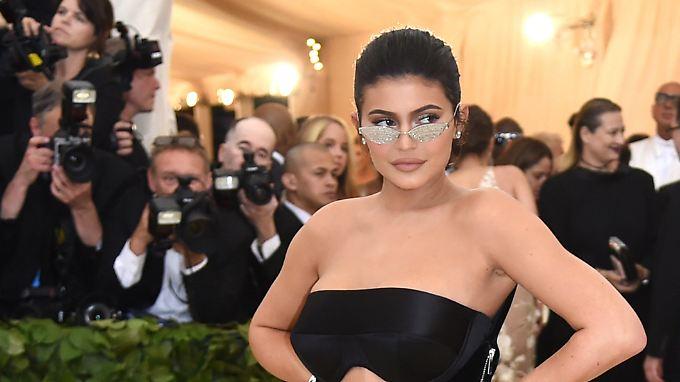 Mit Lipgloss und Lidschatten: Kylie Jenner auf dem Weg zur jüngsten Self-Made-Milliardärin
