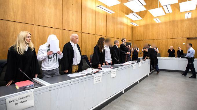 Neue Details zu Prozessbeginn: Mutmaßliche Gruppenvergewaltiger in Essen vor Gericht