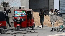 Somalische Sicherheitskräfte rücken gegen die Angreifer vor.