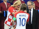 Jubelekstase im WM-Finale: Kroatiens Präsidentin ist im Knutschrausch