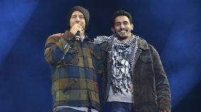 In Syrien musste sich Aeham Ahmad zeitweise von Klee ernähren, in Deutschland steht er unter anderem mit den Sportfreunden Stiller auf der Bühne.