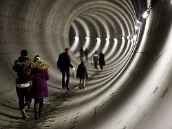 Pleiten, Pech und Pistolen: Amsterdams neue U-Bahn ist fertig