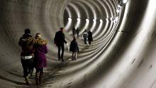 Während der Bauarbeiten konnten die Amsterdamer an den Wochenenden in den Metroschacht hinabsteigen.