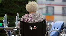 Kritik an Minister Spahn: Pflegebeitrag könnte noch stärker steigen