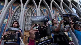 Protest vor der Kathedrale von Osorno während des Papst-Besuches im Januar 2018.