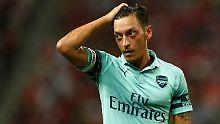 Mesut Özil wird nach seinem Rücktritt auch von Frankfurts Sportvorstand Fredi Bobic kritisiert.
