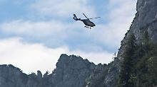Rettungshubschrauber in den Alpen (Archivbild): Für den 60-jährigen Bergsteiger aus Deutschland kam an der Parseierspitze jede Hilfe zu spät.