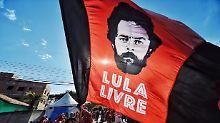 Auf diesem Plakat fordern Lulas Anhänger die Freilassung des Ex-Präsidenten.