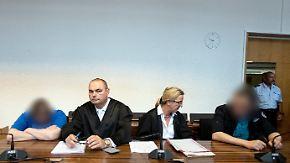 Sohn jahrelang missbraucht und verkauft: Mutter und Stiefvater zu lange Haftstrafen verurteilt
