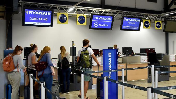 Bei Streiks und Annullierungen sollten Flugreisende ihre Rechte einfordern.