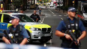 Terrorverdacht in London: Autofahrer rast in Absperrung vor Parlament