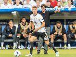 Bundestrainer Joachim Löw weiß, was er an Toni Kroos hat und freut sich über dessen Bekenntnis zum DFB.