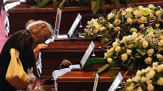 Wer ist schuld am Brückeneinsturz?: Etliche Angehörige boykottieren offizielle Trauerfeier