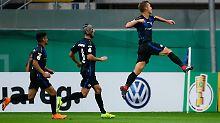 Hertha in nächster Pokalrunde: Paderborn feiert, Freiburg zittert