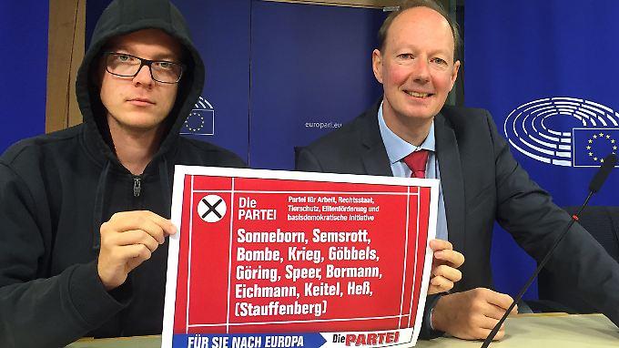 """Eventuell auch Stauffenberg:  Kandidaten mit Nazi-Namen sollen Sonneborn zufolge AfD-Anhänger, """"verwirrte CSU-Wähler"""" und """"demente CDU-Wähler"""" zur Stimmabgabe für die Partei verleiten."""