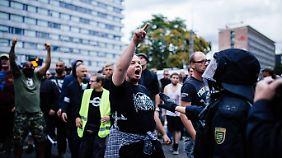 Ausschreitungen in Chemnitz: Tausende Demonstranten überfordern Polizei