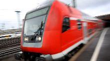 Schleswig-Holstein betroffen: Fehlende Lokführer - Bahn lässt Züge stehen