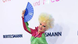 Schillernder Starauflauf in Berlin: Bertelsmann rollt den roten Teppich aus