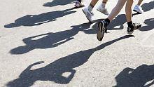 Botschaft für werdende Mütter: Läuferin stillt Baby während Marathon