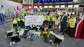 Streik bei Ryanair: Flugbegleiterin berichtet von desaströsem Arbeitsumfeld