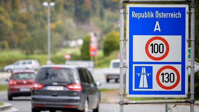 Auf den Autobahnen in Österreich gilt eine Höchstgeschwindigkeit von 130 km/h.