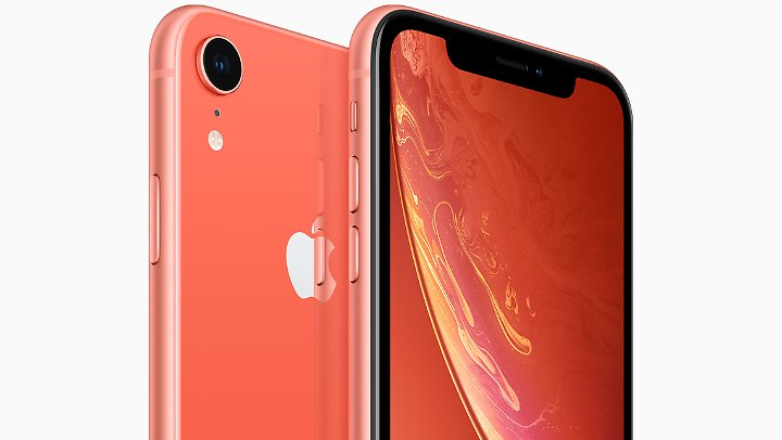 Das korallfarbene iPhone XR.