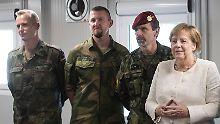 Seltener Gast: Angela Merkel bei den Soldaten im Baltikum.
