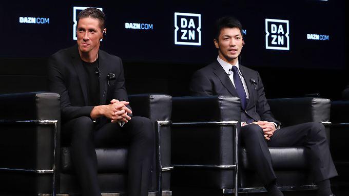 DAZN-Event in Tokio mit Spaniens Fußballstar Fernando Torres (links) und Box-Champion Ryota Morata aus Japan.