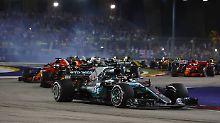 Lewis Hamilton feiert in Singapur einen Start-Ziel-Sieg.