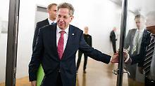 """""""Die haben nicht alle Tassen im Schrank"""": Maaßen-Deal empört Partner und Kritiker"""