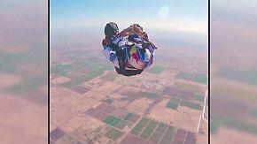 Kaum zu glauben, aber wahr: Fallschirmspringer löst Zauberwürfel im freien Fall