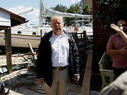 """""""Ihr werdet euch erholen"""": Trump besucht verwüstete Hurrikan-Gebiete"""
